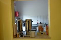 Kaffee und Würstchen stehen bereit